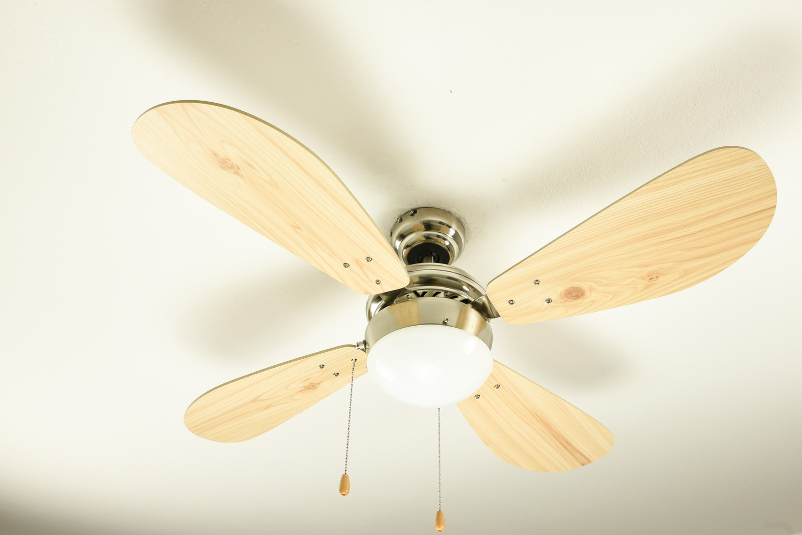Ceiling Fan Classic With Lighting And Different Colour